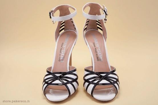 Black and white high-heel sandals. - Sandali bianchi e neri con i tacchi alti. http://store.pakerson.it/high-heel-sandals-27297-bianco-nero.html