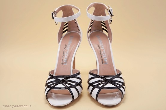 Black and white high-heel sandals. - Sandali bianchi e neri con i tacchi alti. http://store.pakerson.it/high-heel-sandals-27297-bianco-nero.html