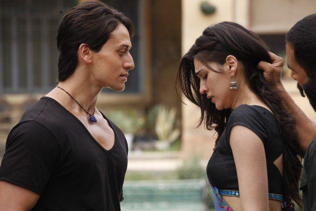 Still of Kriti Sanon and Tiger Shroff in Heropanti (2014)