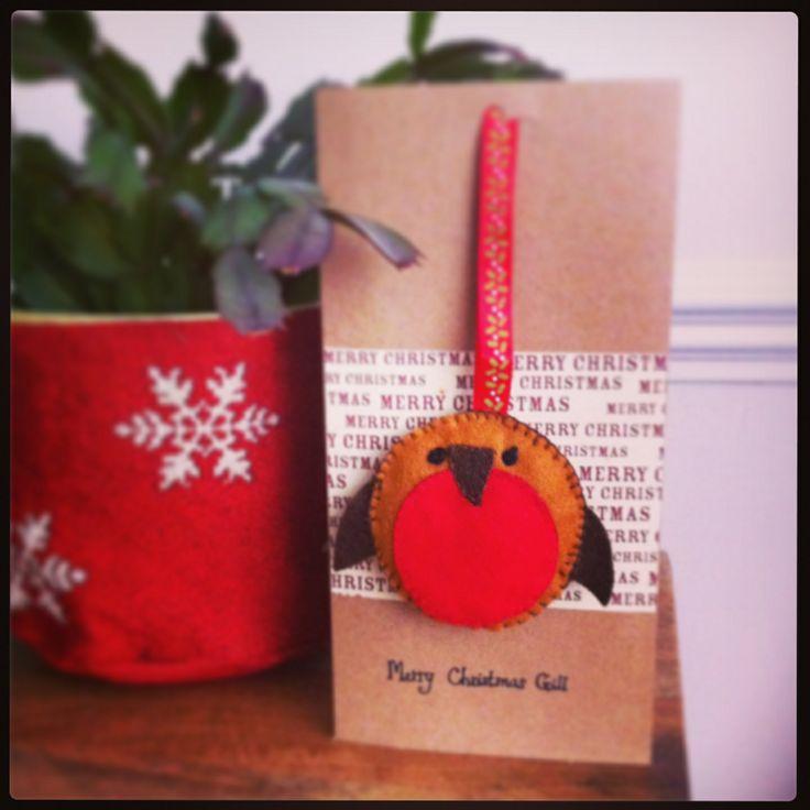Felt robin Christmas card