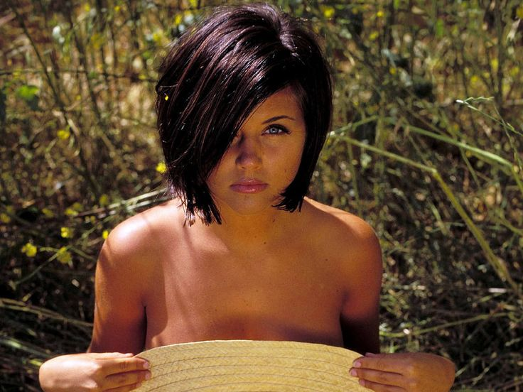 Tiffany Amber Thiessen makeup | The Pixie Revolution: Short Haired Babe Of The Week
