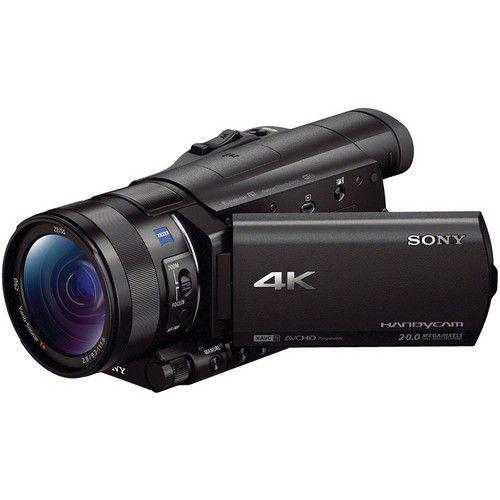Sony FDR-AX100 Il 4K Ultra HD2 - Il formato compatto, con 1/4 delle dimensioni e 1/3 del peso del predecessore, affianca un sensore CMOS Exmor R® retroilluminato che assicura qualità, sensibilità ed effetto bokeh. Info: https://www.adcom.it/it/ripresa-registrazione/camcorders-4k-4k-ready/1/sony-consumer-fdr-ax100eb-cee/p_n_14_341_2843_34607