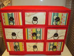 Resultado de imagen de muebles pintados con rojo chino y cajones colores
