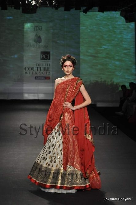 beautiful duppatta drape with the contrasting ghagra...Anju Modi at Delhi Couture Week 2012