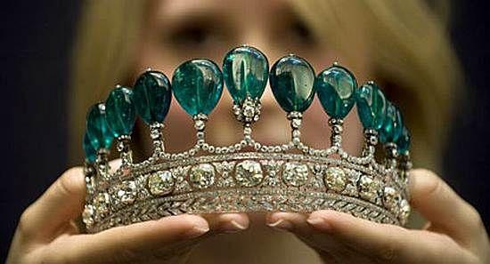 WEB LUXO - JOAIS: Leilão tem tiara de diamante avaliada em até US$ 10 milhões