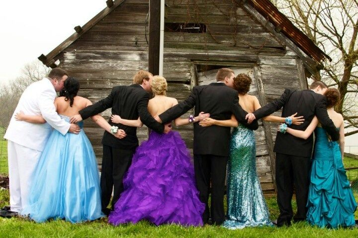 prom picture poses | prom group! Love this picture! :) | picture poses