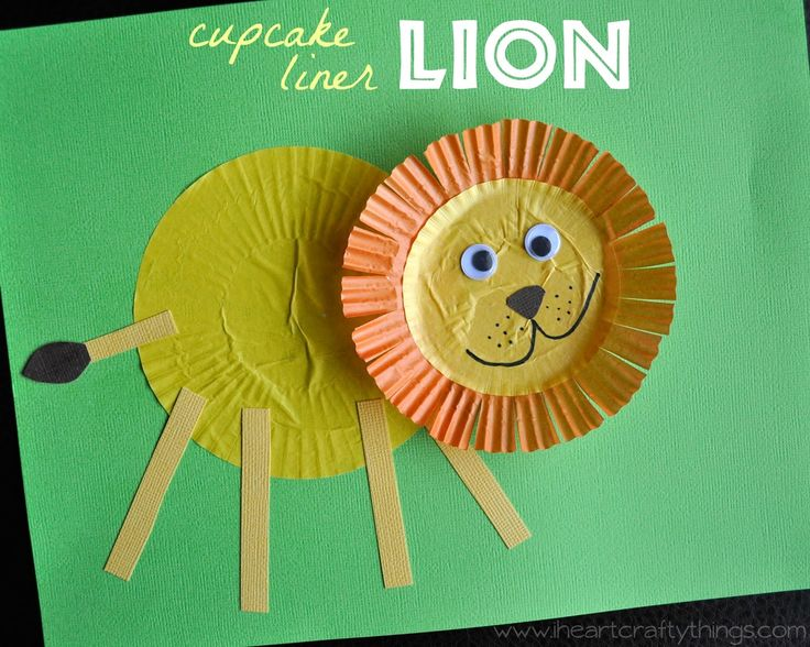 Lion Craft made out of Cupcake Liners. Fun and simple for kids of all ages! via www.iheartcraftythings.com Use with Apologia Zoology 3 - Land Animals for #homeschool science
