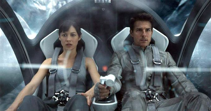 Olga Kurylenko and Tom Cruise in 'Oblivion'
