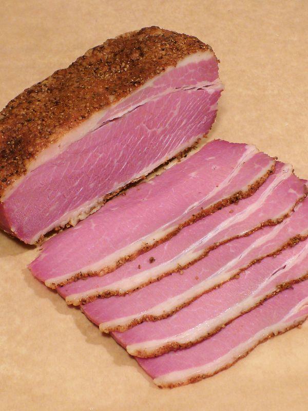 Продолжая тему мясных примитивов. В предыдущей серии был Corned Beef . Теперь бекон – очередной и важный эксперимент по использованию нитрита (сure #1 ) в домашних условиях. Собственно сам бекон, по большей части, использую как ингредиент при готовке. Хотя и на кусок ржаного , да под стопарик –…