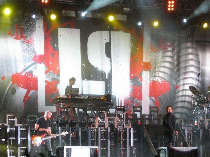 Linkin Park выпустила концертный альбом в память о Беннингтоне http://oane.ws/2017/12/16/rok-gruppa-linkin-park-vypustila-koncertnyy-albom-v-pamyat-o-benningtone.html  Группа Linkin Park в память о Честере Беннингтоне выпустила альбом One More Light Live. Все треки на диске концертные.