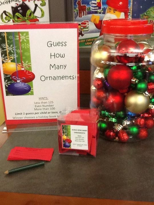 Guess how many ornaments : Christmas display