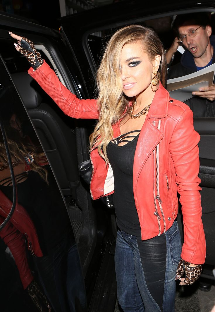 carmen-electra-signs-autographs-and-gets-into-her-car-(6).jpg (1200×1741)