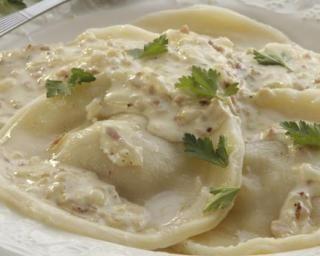 Raviolis au fromage et basilic à la sauce béchamel légère aux noix : Savoureuse et équilibrée | Fourchette & Bikini