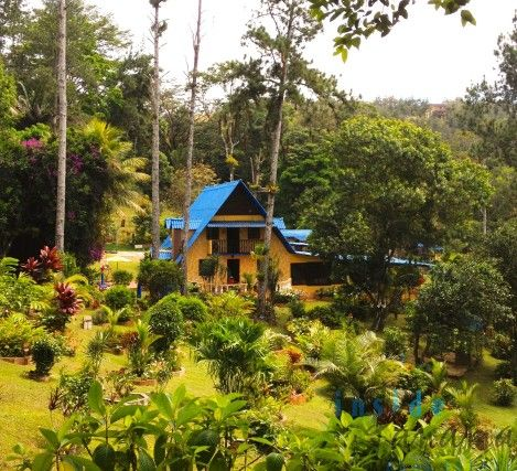 This 5 bedroom 3 bathroom home is situated on 2 lots and is adjacent to Chagres National Park.  Excellent Investment location for hotel or tourism development.  www.insidepanamarealestate.com
