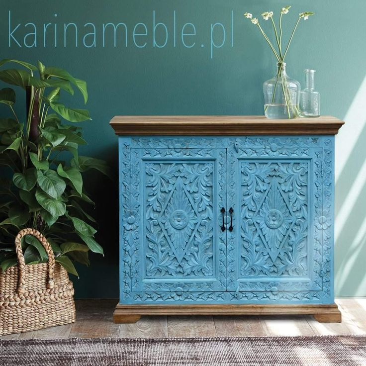 """Indyjskie meble kolonialne - orientalna rzeźbiona komoda dostępna w trzech kolorów szary, niebieski i w kolorze naturalne mango wykonane z 100% litego drewna.   Rzeźbiona komoda """"Anjali"""" to mebel który wniesie do Twojego domu powiew egzotyki. To piękna kombinacja unikalnych ornamentów i oryginalnej kolorystyki, to przedmiot z silną osobowością i specyficzną, etniczna nutą."""
