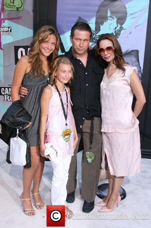 Stephen Baldwin, wife Kennya and daughters Alia (1993) and Hailey (1996)