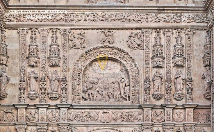 Convento de San Esteban, Salamanaca. Detalle escultórico con la lapidación de San Esteban en el centro http://arteviajero.com/