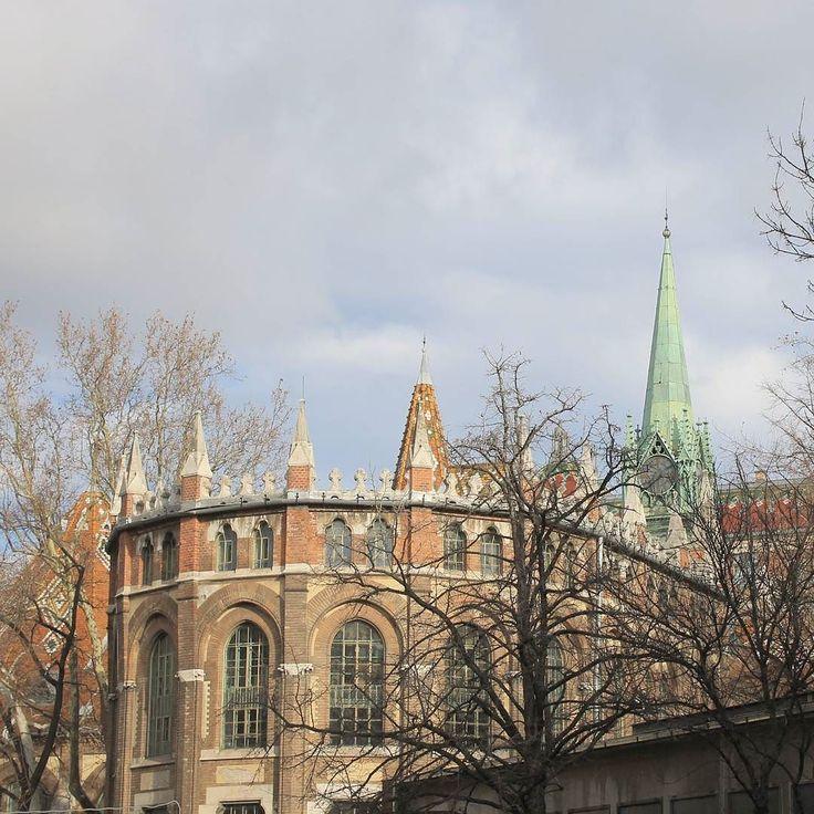 #budapest #bme #university #towers #clouds #winter #hungary #wlb #momentsinbudapest #canon #dslr #nofilter #latergram #mik #photoofday #2017