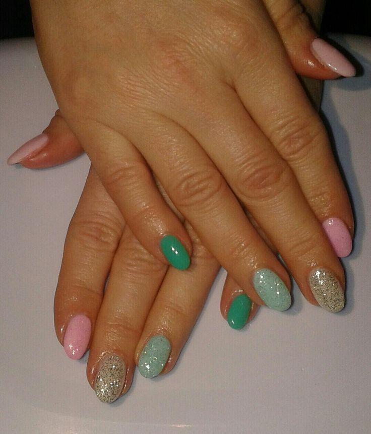 Unghie a mandorla primavera colori pastello: Tiffany, azzurro, rosa e glitter
