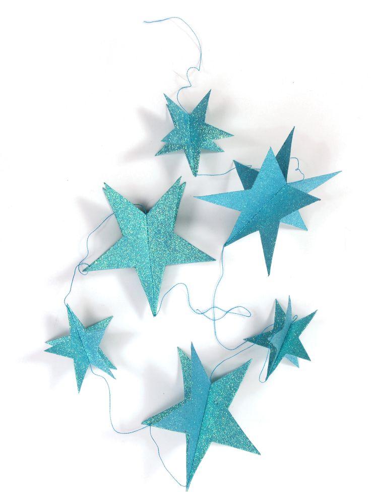 Glitterstjerner på snor, turkis - http://www.fjeldborg.no/nettbutikk/pynt/glitterstjerner-pa-snor-turkis/