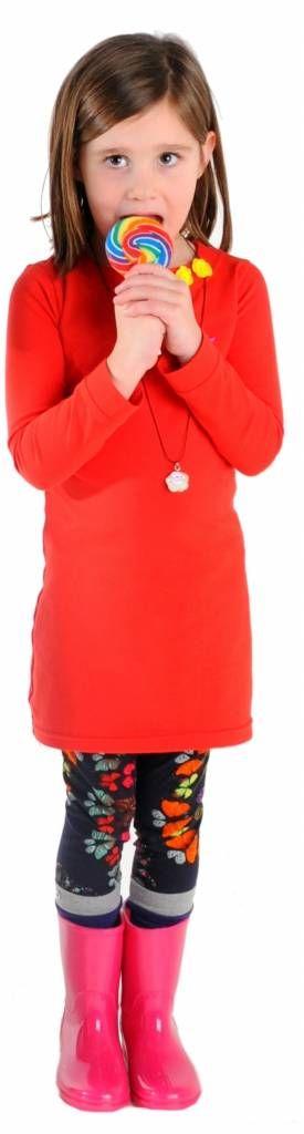 Prachtig rood jurkje met driekwart mouwen. Voorzien van twee drukkertjes bij de hals, zodat je de jurk zelf kan personaliseren en past bij elke gelegenheid. Elke keer weer opnieuw!