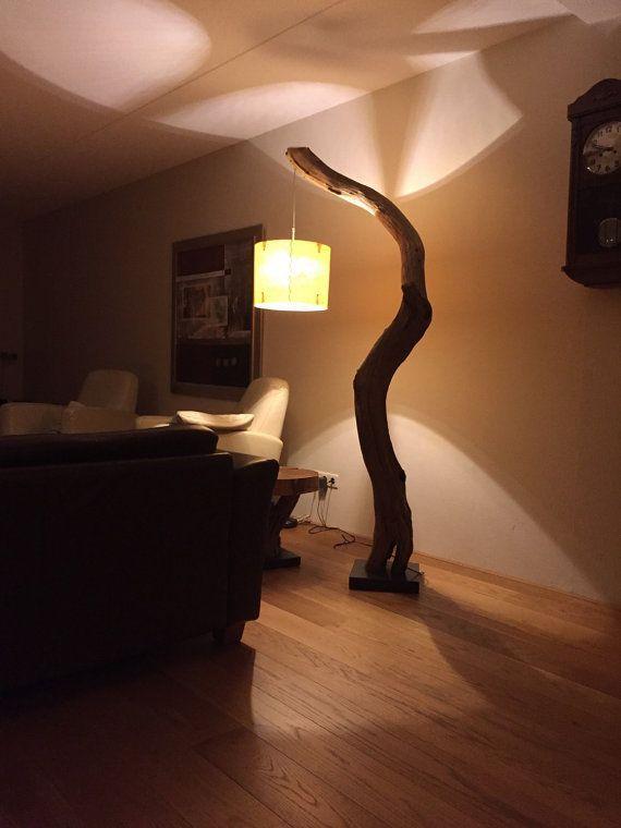 Lampadaire Lampe A Arc De Branche De Chene Vieilli Sur Pierre Noire