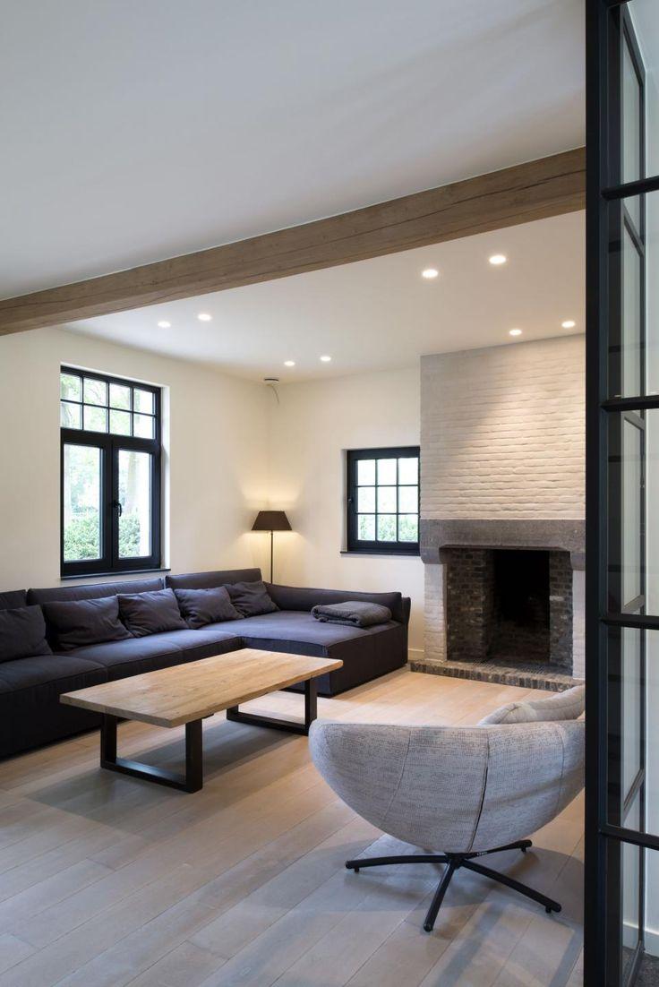 Hier zie je het mooie contrast tussen lichte muren en for Interieur villa design