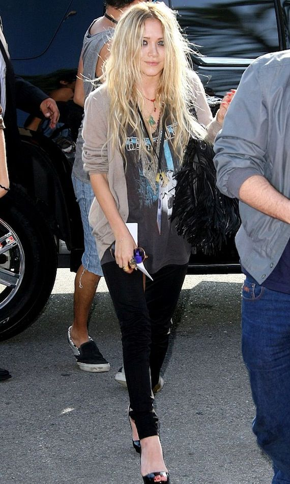 3 Le Fashion Blog 13 Ways To Style A Vintage Tee Cardigan Jeans Mary Kate Olsen Olsens Anonymous photo 3-Le-Fashion-Blog-13-Ways-To-Style-A-Vintage-Tee-Cardigan-Jeans-Mary-Kate-Olsen-Olsens-Anonymous.jpg