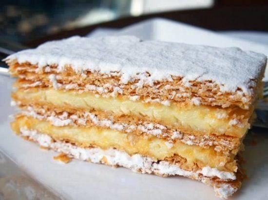 Iti place celebra prajitura Millefeuille? Iata cum sa o faci exact ca in Italia si fara batai de cap.  Mod de preparare: 1. Amesteca zaharul, galbenusurile,