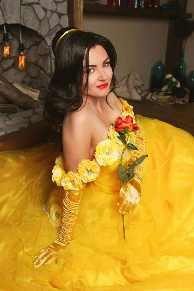 Красавица и чудовище. Девушка в желтом платье. Дисней