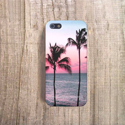 Beach phone case. Reminded me of summer.... can't wait! this is so pretty