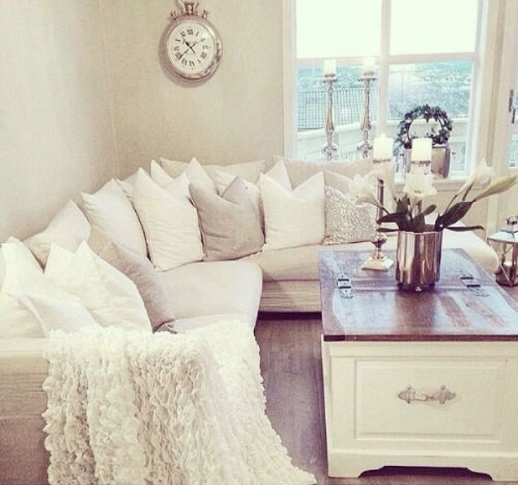 simple white living room // interior design