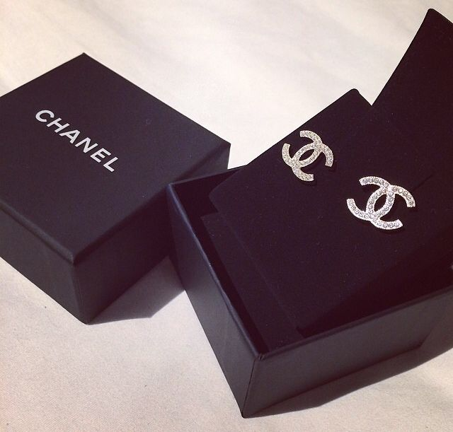 I want Chanel earrings back