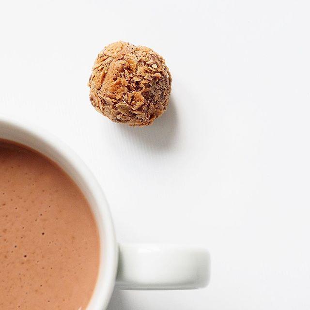 Meer info over onze handgemaakte chocoladetruffels en verkooppunten vind je op onze website www.marcipano.nl   More information about our handmade chocolate truffles can be found on our website www.marcipano.nl  📷@brockberndfotografie