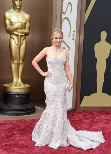 Kristen Belle aka Gossip Girl aka Veronica Mars rocks neutral in pale grey, accessorised with diamonds - obis. #Oscars
