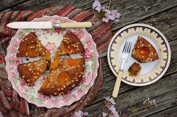 petite kitchen: A SIMPLE ALMOND CAKE WITH APRICOTS & PINE NUTS