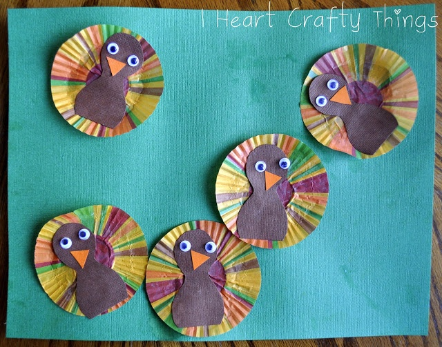 I HEART CRAFTY THINGS: Five Little Turkeys Craft using cupcake liners.