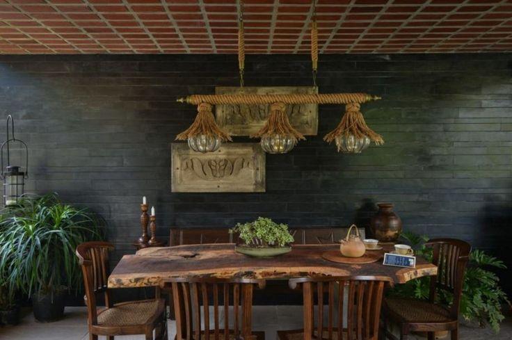 Дизайн столовой комнаты с главным украшением на столе
