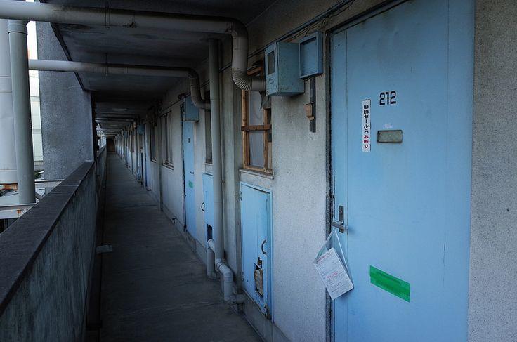 団地 (Apartment)