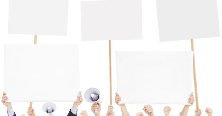Cómo crear un volante para una campaña política. Tal vez seas un candidato con grandes ideas pero con recursos limitados y quieres encontrar soluciones de bajo costo para promover tu candidatura y la participación del público. O quizás estás encargado de la tarea de comunicar el mensaje de tu candidato en formas creativas que tengan una mejor oportunidad de hacer una impresión, especialmente en ...