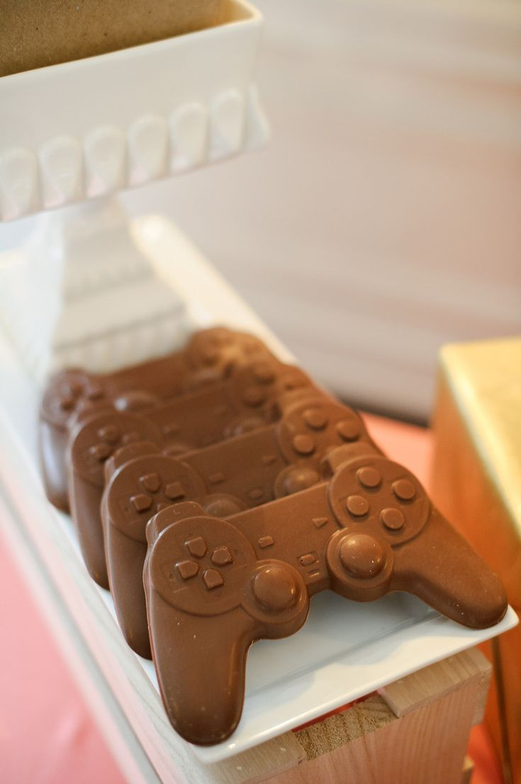 AWESOME PS3 controller chocolates!!!