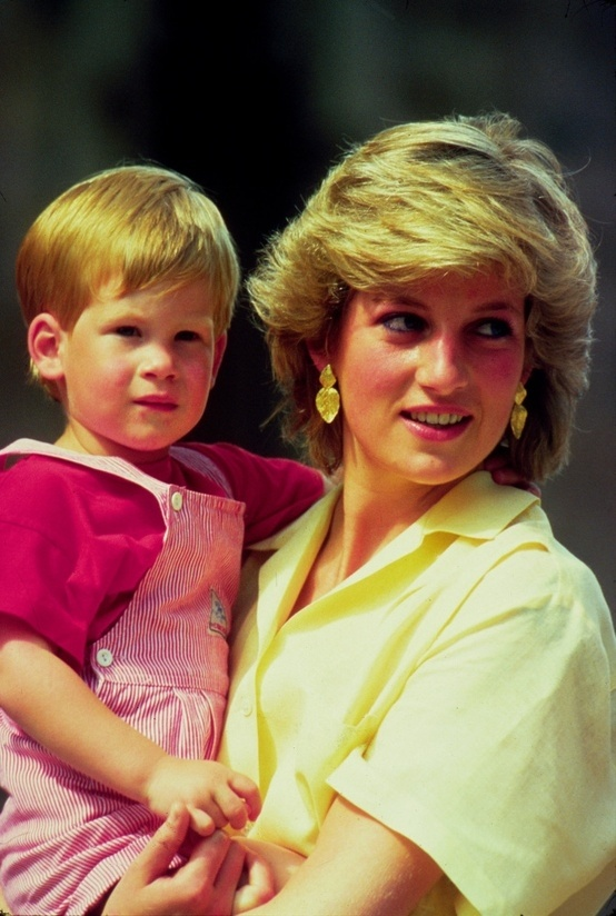 Princess Diana & Prince Harry - Absolutely love this picture!