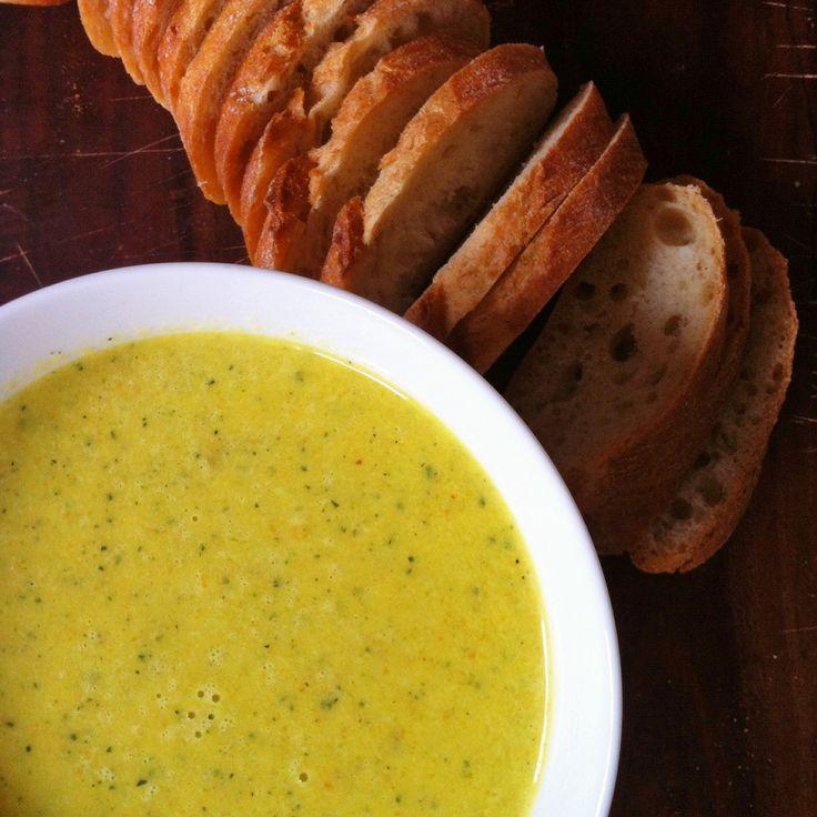 Romige soep van courgette, wortel en lente-ui