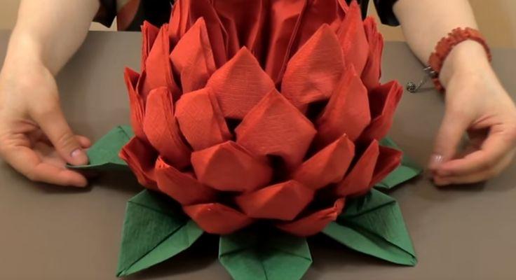 Jak vyrobit dechberoucí květ z ubrousků? Nádherná dekorace na každé stolování!