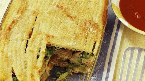 Die Austernpilze verleihen diesem Nudel-Auflauf sein tolles Aroma: Makkaroni-Pilz-Lasagne | http://eatsmarter.de/rezepte/makkaroni-pilz-auflauf-lasagne