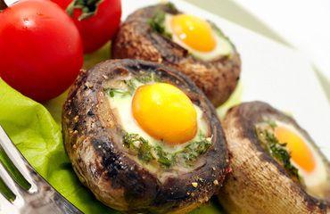 #Receta Champiñones rellenos con huevos de codorniz >>>> http://www.srecepty.es/champinones-rellenos-con-huevo-de-codorniz