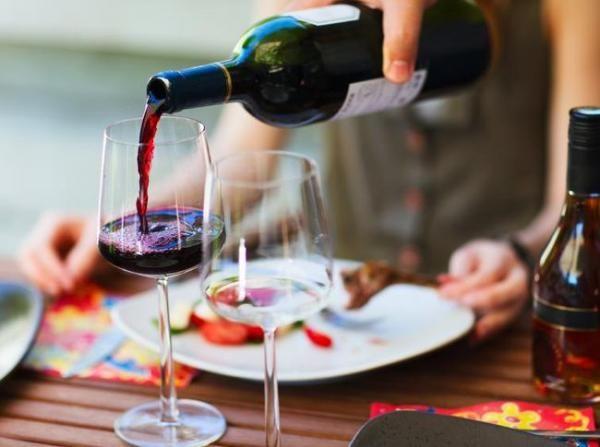 Dirilis Sampo Berbahan Wine yang Membuat Rambut Halus & Bervolume