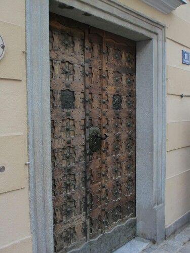 Melk, unusual door