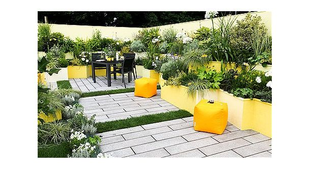 Linear paving or decking - clear path towards seating area