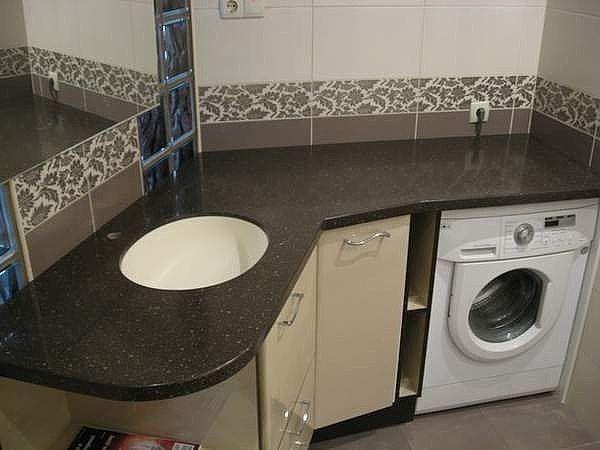 Стиральная машина под раковину в ванной комнате
